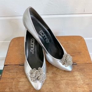 Vintage Connie Silver Kitten Heels w Beaded Flower